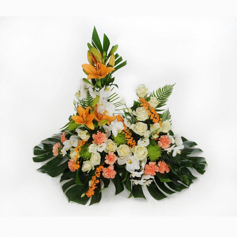 Devant de tombe fleuri