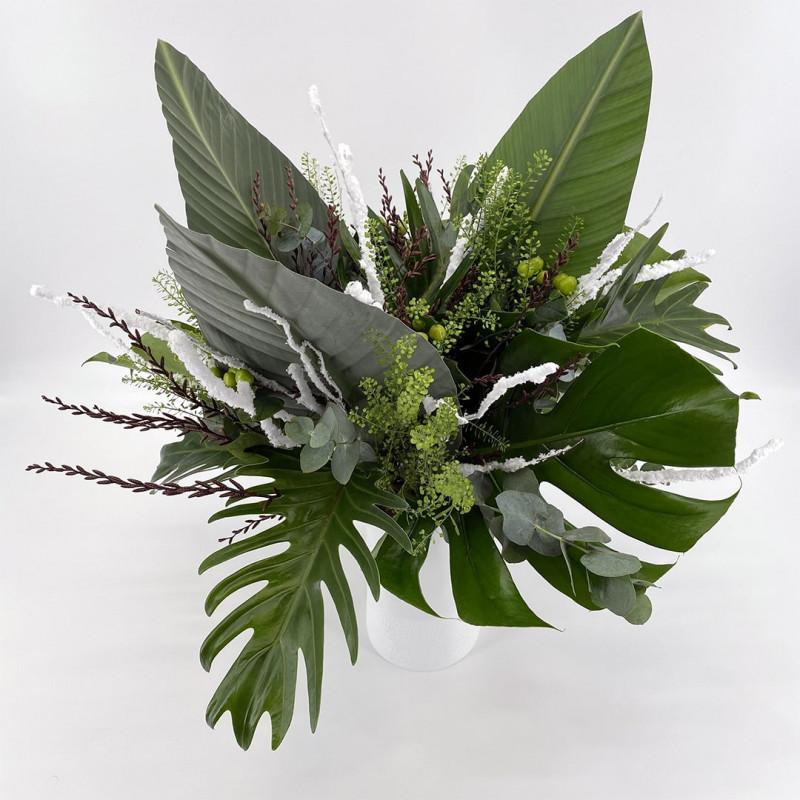 Bouquet de saison avec monstera et eucalyptus
