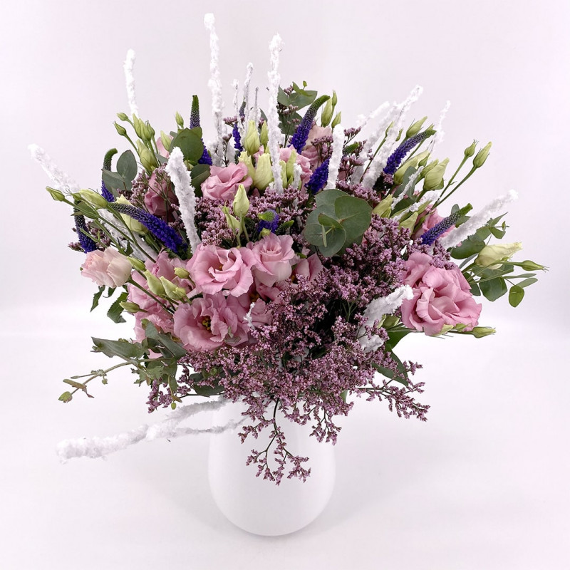 Bouquet de saison avec lysianthus, véroniques