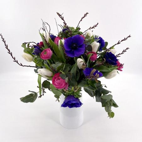 Bouquet de saison avec anemones, renoncules, tulipes
