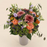 Bouquet de fleurs-printemps avec hortensia, roses, giroflees.