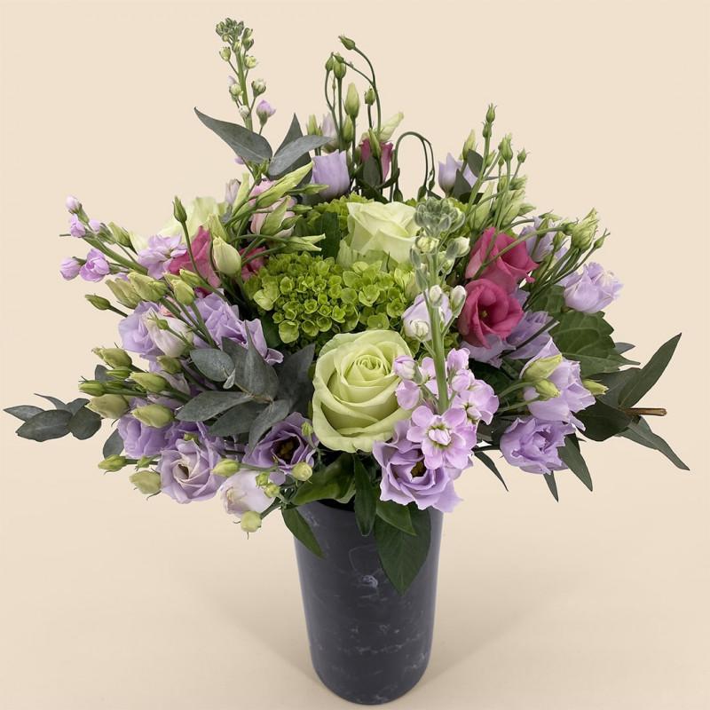 Bouquet de fleurs-printemps avec hortensia, roses, lysianthus.