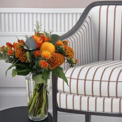 Bouquet de saison avec romarin, roses et oranges