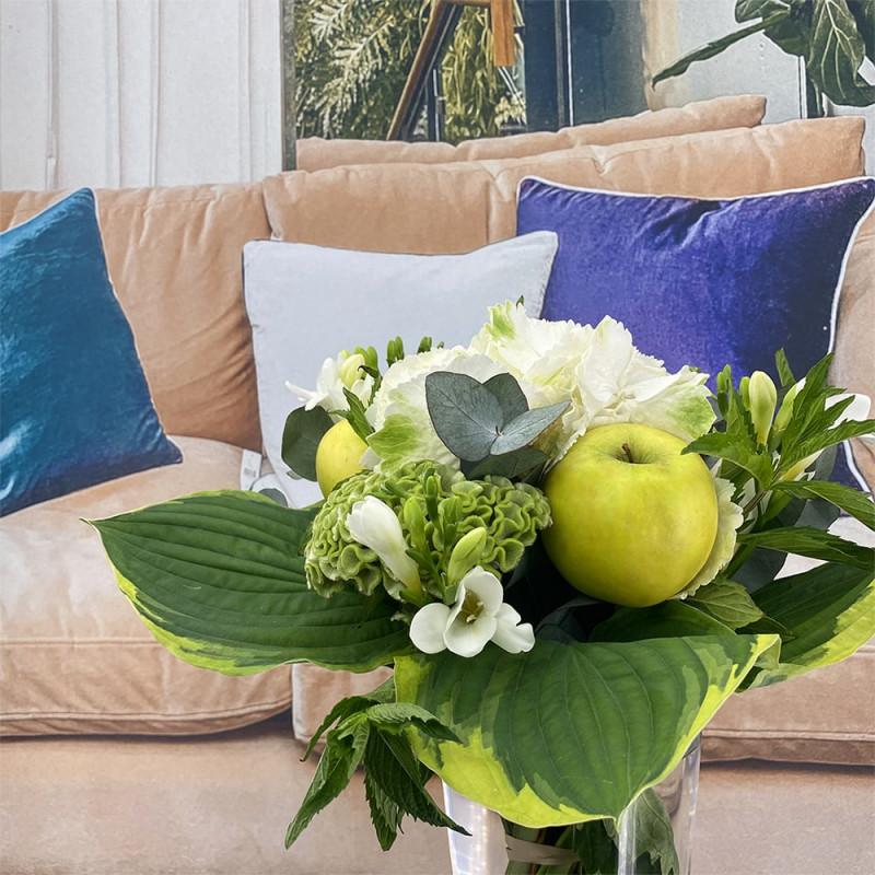 Bouquet de saison avec menthe, hortensia et pomme.