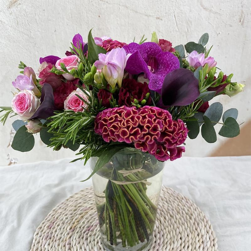 Bouquet de saison avec vanda, freesia et calla.